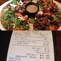 Снимок сделан в Guston's Grille - Kennesaw пользователем Ashley N. 6/11/2014