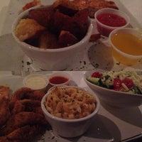Foto tomada en Pearl Restaurant and Lounge por Ashley N. el 5/9/2014