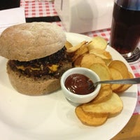 Foto tirada no(a) Burger's Club por Guilherme d. em 7/11/2013