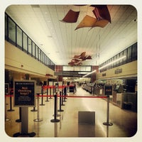 Foto scattata a Louis Armstrong New Orleans International Airport (MSY) da TJ A. il 5/21/2013