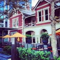 Foto tomada en The Terrace Hotel por Ella W. el 5/14/2013
