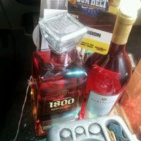 8/9/2012에 Eddie G.님이 Buster's Liquors & Wines에서 찍은 사진