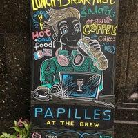 Das Foto wurde bei Papilles at The Brew von Viviana am 6/2/2017 aufgenommen