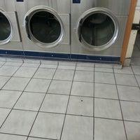 Foto scattata a Sudz Laundromat da Tene W. il 12/30/2012