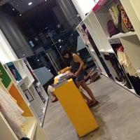Foto tirada no(a) Elabore //collab.store por Andr?a F. em 6/1/2014