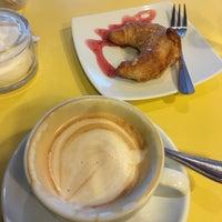 รูปภาพถ่ายที่ Strawberry Coffee โดย karin เมื่อ 8/26/2017