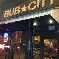 Das Foto wurde bei Bub City von Pauline G. am 5/13/2013 aufgenommen