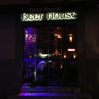 3/6/2013 tarihinde Filip V.ziyaretçi tarafından Beer House'de çekilen fotoğraf