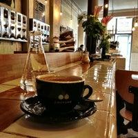 รูปภาพถ่ายที่ Coutume Café โดย pdot เมื่อ 5/25/2013