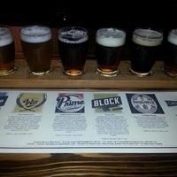 Foto tomada en Cinder Block Brewery por Stacy R. el 10/30/2013