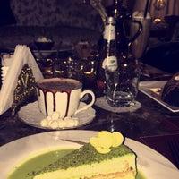 Das Foto wurde bei Le Cafeier Cafe & Lounge von TeLo A. am 4/7/2017 aufgenommen