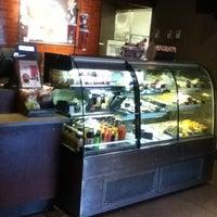 Снимок сделан в Starbucks пользователем Alberto C. 12/23/2012