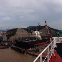 Das Foto wurde bei Cosco Zhoushan Drydocks von Sergey S. am 9/6/2015 aufgenommen