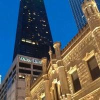 Снимок сделан в Water Tower Place пользователем Leslie I. 11/25/2012