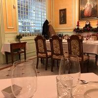 Foto tirada no(a) Taberna del Alabardero por Jason H. em 12/22/2018