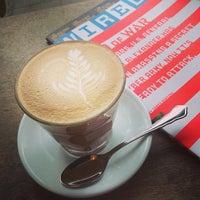 Das Foto wurde bei TOYKIO Gallery & Coffee von Björn am 8/17/2013 aufgenommen