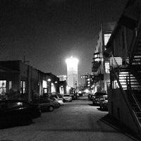 Foto tirada no(a) Blue Star Arts Complex por Jeff D. em 2/2/2014