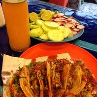 Foto tirada no(a) Tacos Charly por Héctor O. em 6/29/2013
