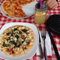 2/20/2015 tarihinde Aslı U.ziyaretçi tarafından Pizano Pizzeria'de çekilen fotoğraf