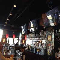 Foto tirada no(a) Bar Louie por Jeff B. em 10/20/2013