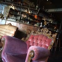 Foto scattata a The Alchemist Bar & Cafe da Julia M. il 1/16/2016
