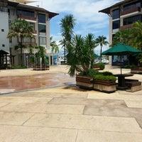 Снимок сделан в Royal Phuket Marina пользователем Ponn P. 9/22/2012