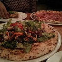 Foto diambil di Tutta Bella Neapolitan Pizzeria oleh Vivek pada 4/27/2013