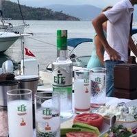 Das Foto wurde bei Fethiye Yengeç Restaurant von Yusuf A. am 7/26/2018 aufgenommen