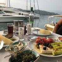 Снимок сделан в Fethiye Yengeç Restaurant пользователем Yusuf A. 6/26/2018