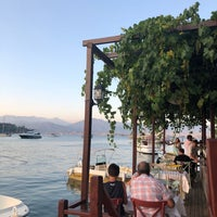 Das Foto wurde bei Fethiye Yengeç Restaurant von Yusuf A. am 6/26/2018 aufgenommen