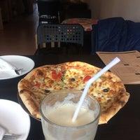 Das Foto wurde bei Paradiso Pizza and Coffee von Lale A. am 3/2/2017 aufgenommen