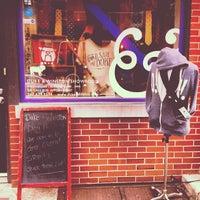 2/24/2013 tarihinde Brendan L.ziyaretçi tarafından Duke & Winston Flagship Store'de çekilen fotoğraf