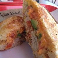 4/5/2013에 Claudine W.님이 Zookz - Sandwiches with an Edge에서 찍은 사진