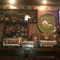 Photo prise au Edward's Coffee par nina t. le10/27/2012
