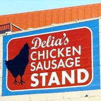 Foto scattata a Delia's Chicken Sausage Stand da Tracy S. il 4/4/2015