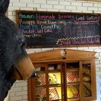 Photo prise au BLACK BEAR CAFE par Janet le6/14/2015