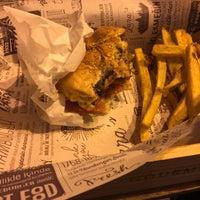 5/6/2017 tarihinde Y C.ziyaretçi tarafından Lara's Gourmet Burgers'de çekilen fotoğraf