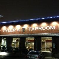 Das Foto wurde bei Tyler's Restaurant & Taproom von Paul A. am 8/18/2013 aufgenommen