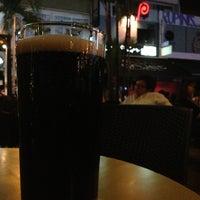 Foto scattata a Wala Wala Cafe Bar da Yew Fai il 6/13/2013