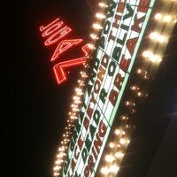 Das Foto wurde bei Logan Theatre von Maureen am 5/5/2013 aufgenommen