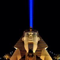 รูปภาพถ่ายที่ Luxor Hotel & Casino โดย Jon-Paul C. เมื่อ 2/19/2013