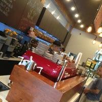 Photo prise au New York City Bagel & Coffee House par Vin S. le7/23/2013