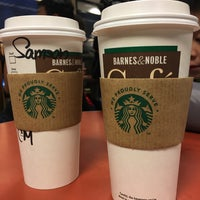 Foto scattata a Barnes & Noble Café (Starbucks) da Kochia L. il 2/3/2017