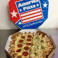 Foto tirada no(a) America Pizza por Murilo M. em 2/20/2014