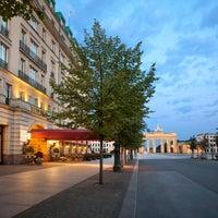 2/18/2014 tarihinde Hotel Adlon Kempinski Berlinziyaretçi tarafından Hotel Adlon Kempinski Berlin'de çekilen fotoğraf