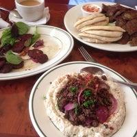 Foto tomada en Evelyn's Restaurant & Bar por Lou V. el 6/1/2014