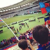 Das Foto wurde bei 味の素スタジアム ホーム側ゴール裏 von Masashi K. am 9/29/2012 aufgenommen