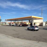 Foto scattata a Shell da Koyuza M. il 10/31/2012