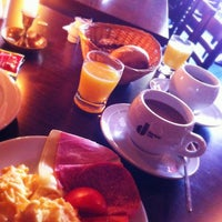 Das Foto wurde bei Restaurant Cafe Bleibtreu von Markus 🦂 am 9/8/2013 aufgenommen