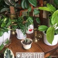 Foto tirada no(a) appetite shop + studio por cami j. em 4/4/2017